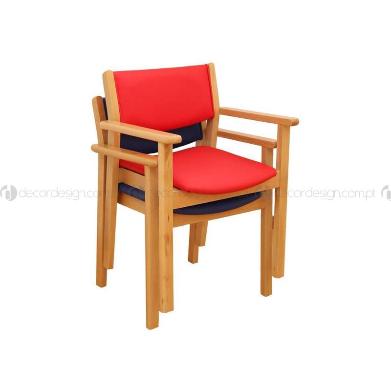 Cadeira Viana c/ Braços Empilhável